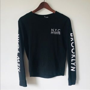 'H&M' Black and White Long Sleeve Graphic T-shirt